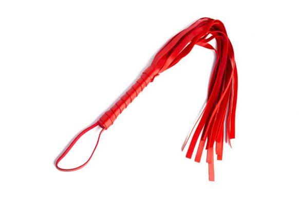 Červený kožený bič