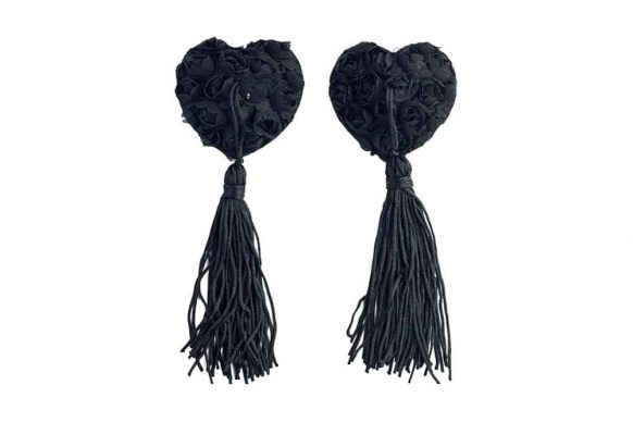 Černé krajkové nálepky na bradavky ve tvaru srdce