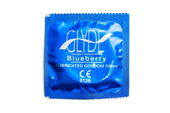 1ks Modrý kondom Glyde - borůvka